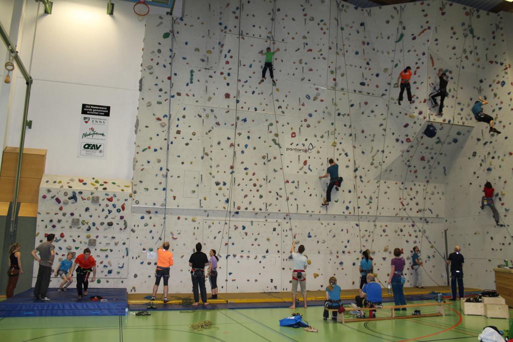 Klettern In Der Dreifachsporthalle Enns
